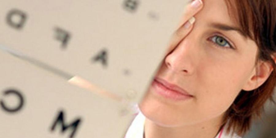 обратиться к врачу-офтальмологу